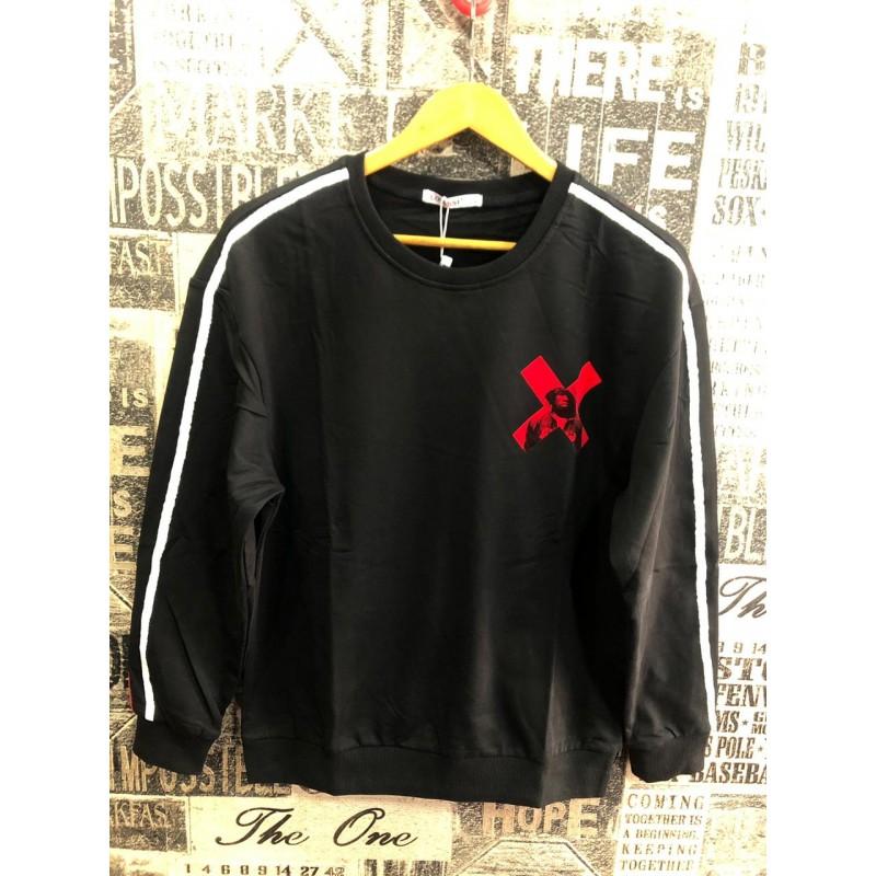 simple black t shirt